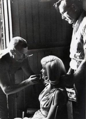 "Allan ""Whitey"" Snyder, Marilyn ja Ralph Roberts."