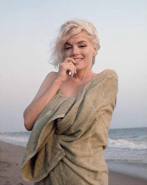 EWE_Beach_Towel,_Santa_Monica_Beach,_1962_r2
