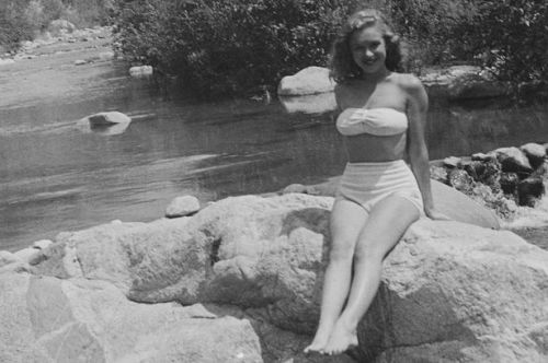 ONE-USE-ONLY-Marilyn-poses-on-some-rocks-by-Big-Tujunga-Creek